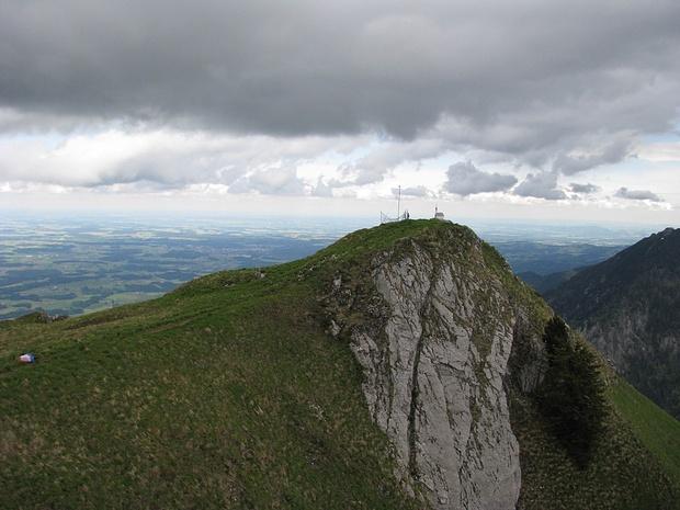Kapellengipfel (NO-Gipfel) am Hochgern im Mai