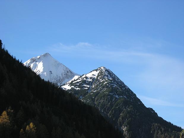 Blick von Bach zur Peischelspitze, auf die über die Nordseite ein Steig führt.