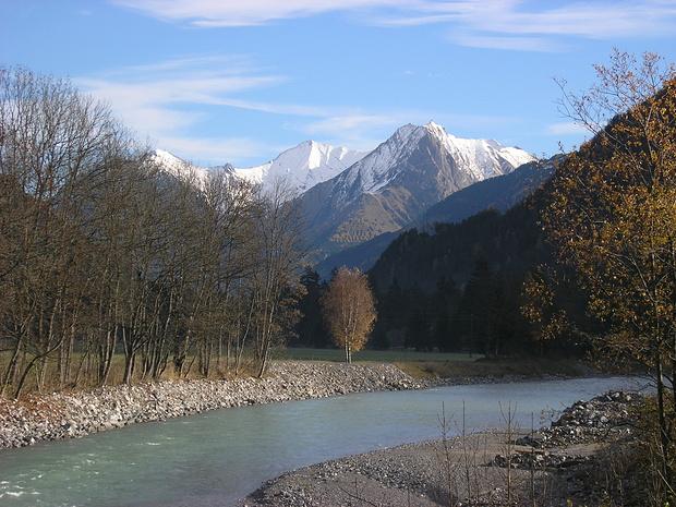 Blick von der Lechbrücke in Bach zu den Bergen über Elmen