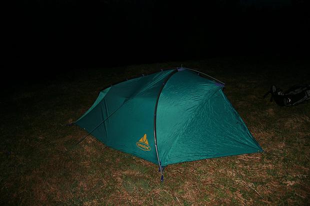 De retour dans la forêt, voici qu'on a mis la tente.