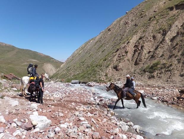 Flussüberquerung mit den Pferden