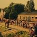 Foto von meiner ersten Reise in die Ukraine im Juli 1997:<br /><br />Ein viertelstündiger Zughalt in der Ostukraine in Комиш-Зоря (Komiš-Zorja). Leute aus der Kleinstadt verkaufen frische Produkte am Bahngleis. Wer mit dem Zug reist, braucht in der Ukraine Zeit da man nur langsam vorwärts kommt. Dafür sind die alten Wagons gemütlich und man lernt so gut Land und Leute kennen.