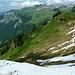 Noch 300 hm auf Schneefelder bis hinunter ins Hoch Ybrig.