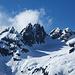 Stössenstock, zwei Monate zuvor eine [http://www.hikr.org/tour/post61446.html wundervolle Pulvertour] Die Felszacken links boten uns eine fantastische [http://www.hikr.org/tour/post37468.html Klettertour]