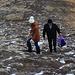 Auch mit normaler Strassenkleidung und Verpflegung aus der Plastiktüte kann man auf den höchsten Berg der Ukraine wandern :-)