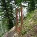Vecchia porta che segnala il confine italo-svizzero nei pressi dell'Alpe Loasa