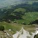 Tiefblick vom Gulmen Gipfel auf die Alp Planggen