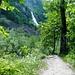Foroglio nach Sabbione - Romantischer Waldweg mit Blick zum Wasserfall