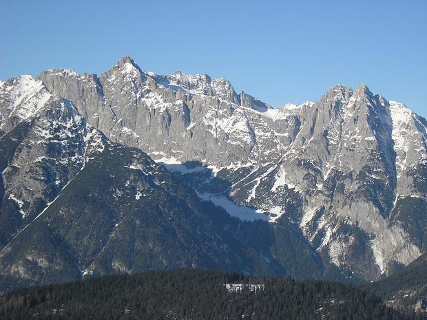 Blick zu Wettersteinbergen