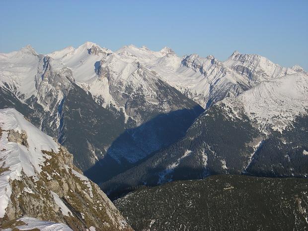Blick von der Seefelder Spitze zu den höchsten Karwendelbergen.