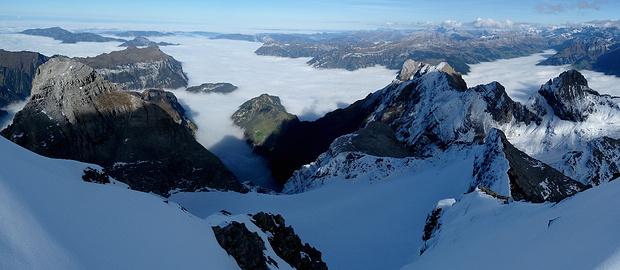 Das Nebelmeer kriecht in alle Ritzen.