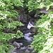 Questo getto d'acqua proviene da una cascata alta almeno 30 mt ma impossibile da fotografare