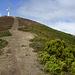 Übersichtlicher Weg zum gut sichtbaren Gipfelkreuz