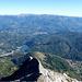 lungo la salita,uno sguardo indietro verso la cima della Mirandola,il lago di Gramolazzo e sullo sfondo il monte Cusna...