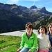 Trois enfants à l'alpage des Crosses 1738m sous le regard des Cornettes de Bise et de la Tête de Lanchenaire