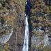 Zoom auf den Wasserfall bei Wärben.