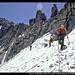 Pico de la Maladeta (links) vom obersten Teil des Glaciar de la Maladeta, Pyrenäen, Spanien