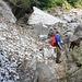 I resti della slavina sul sentiero tra Lavertezzo e La Motta