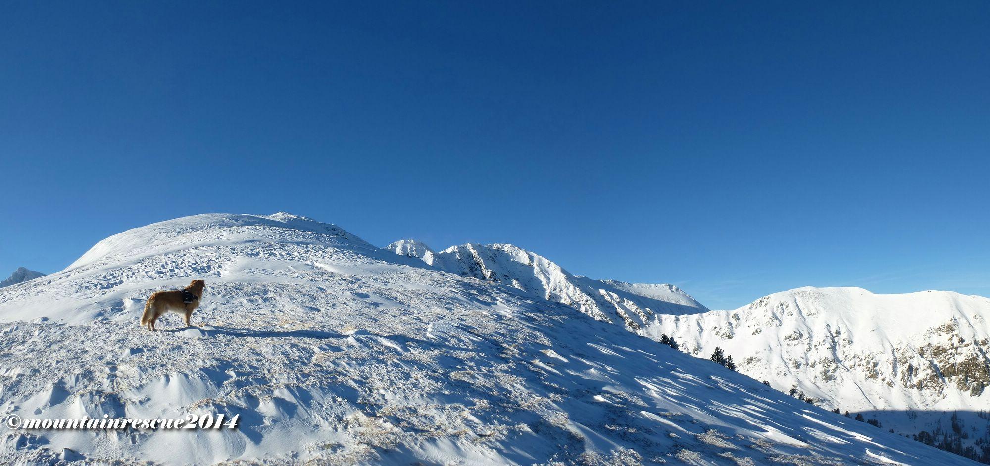 Langes, flaches, abgeblasenes Stück vor dem Gipfel