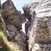 ... e lavorando di puntamento piedi-mani infilandomi fra le rocce ...