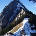 Ostgrat. Das Gipfelschneefeld ist heute die Schlüsselstelle.