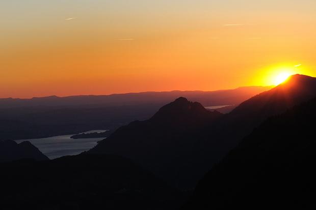 Stimmungsvoller Sonnenuntergang über dem Vierwaldstättersee