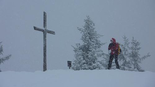 Am Gipfel schneits genau so wie unten beim Aufbruch