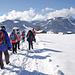 Der Winterwanderweg führt oft über offenes Gelände