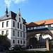 Brücke über die Nibelungenstrasse, der Würfel rechts ist das Synagogen Mahnmal