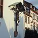 Klosterkirche, daneben das Fachwerkhaus mit der Galerie Böhler