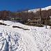 La curva, a quota 1080, della strada sopra Montuglio, dove comincia la neve e si calzano gli sci