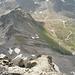 Der Südgrat vom Pizzo Gallina. Vorne im Bild, das Chilchhorn 2789m und unten, die Nufenenstrasse.