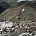 Die ersten 300 Höhenmeter bis zum Gleschereinstieg. Unten die Refugio<br />Cayambe mit seiner Anfahrtsstrasse. Diese Hütte ist wirklich nur mit einem<br />Geländewagen erreichbar.