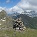 Gipfelblick vom Tilsitter: von links Blinzi, Höch Pfaffen, Alpler Torstock und Schächentaler Windgällen, davor (im Schatten) Gross Spitzen und Chli Spitzen