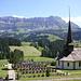 Hohgant mit der Kirche von Schangnau