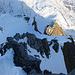 Tiefblick auf den Grat - weit unten ist der Redertengrat Skigipfel zu erkennen