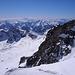 Im karnischen Hauptkamm ist es dunstig, etwas klarer in den Dolomiten (für größere Ansicht auf das Foto klicken und nach Bedarf verschieben).<br />An sehr klaren Tagen soll die Sicht 280 km betragen, heute sinds wohl, je nach Richtung, an die 150 km.