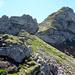 Rechts die Nordflanke und Aufstiegsweg zum Loucherhorn