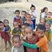 Kinder  im Akha- / Eupa Village (1. Nacht) - Man beachte die Augenprobleme einer Kinder