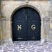 Das schöne Eingangstor ist das einzige, das man vom Château de Theille zu Gesicht bekommt. Das Schloss ist rundum von hohen Bäumen umgeben