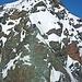 Blick von der Oberen Glocknerscharte zum Gipfelaufbau des Großglockners - unten wenige Meter Kraxelei, dann wieder Gehgelände... wie kann es sich hier derartig stauen?!?