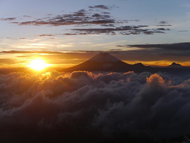 Der Cotopaxi über dem Nebelmeer. Ein einaliger Sonnenaufgang.