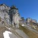 Blick zum Gulmen: Eine Bergkette  wie eine mächtige Festungsmauer