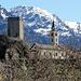 Sta. Maria in Calanca - dominant der Turm und die Kirche