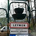 Schön gestaltete Ortstafel von Leymen an der D9bis.