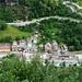 Tiefblick von Osone nach Iselle. Der Abzweig zur (noch nicht fertigen) Strasse nach Trasquera liegt nach dem italienischen Zoll...