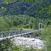 Die Hängebrücke bei Alnasca führt über die Verzasca