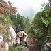 und der Ausstieg aus dem Kamin, in dem ein Drahtseil und Eisenbügel hilfreich waren
