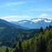Im SO die eindrucksvollen Gottesackerwände. Am Horizont der Regent der Allgäuer Alpen, der Große Krottenkopf (2.656m)