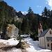 Schöne Kapelle bei Bad Salt im Martelltal - hier, auf gut 1500 m Höhe, hält der Frühling langsam Einzug